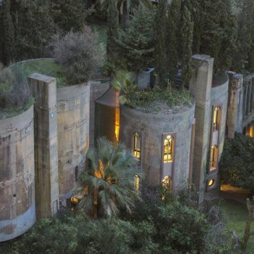 Архітектор перетворив старий цементний завод у власний розкішний будинок