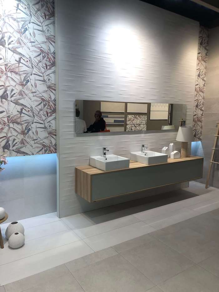 интересный дизайн ванной комнаты Cersaie