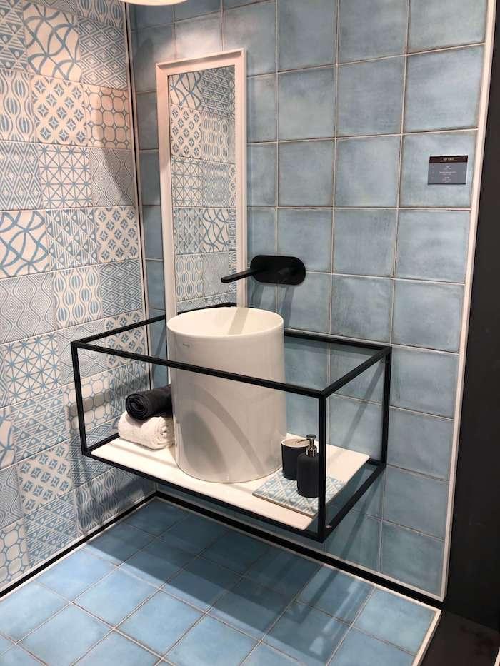 интерьер маленькой ванной фото c Cersaie